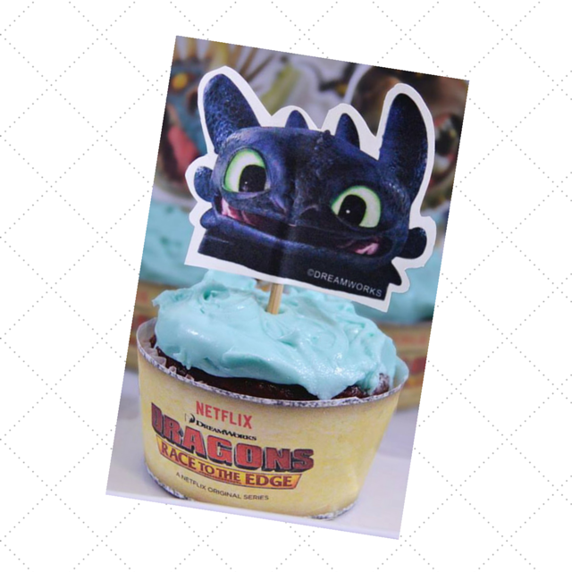 toothless printable CupCake Topper and wrapper